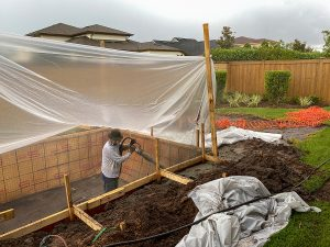 Swimming pool builders in Gold Coast at work