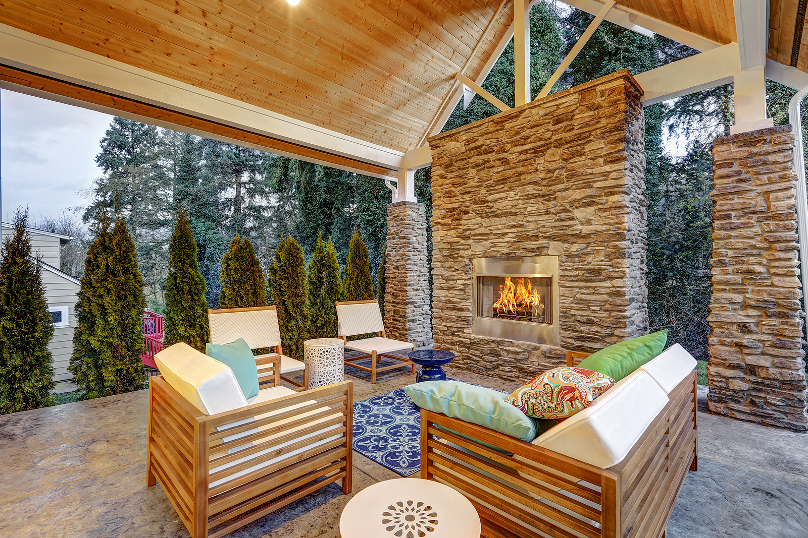 Chic covered back patio with teak furniture